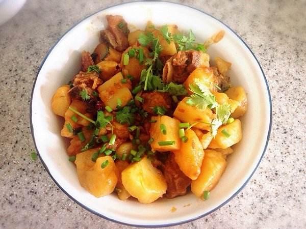 这样做的排骨烧土豆,绝对美味!