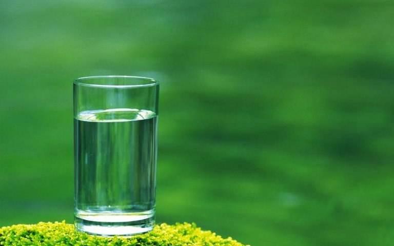 人每天起床后要不要喝水?