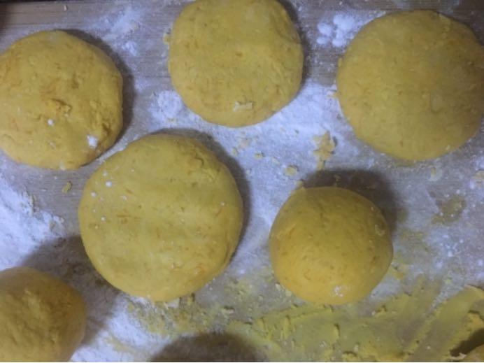 尝试做南瓜饼!