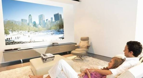 买电视投影仪好还是电视好?